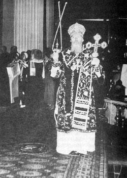 12 сентября 1990 Святейший Патриарх Алексий возглавил Божественную литургию в Свято-Троицком соборе