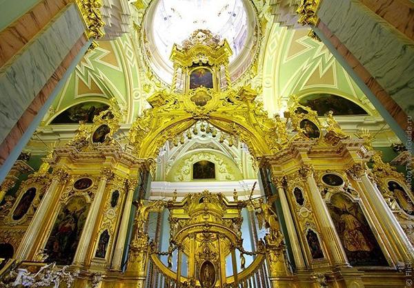 Патриаршее богослужение в Петропавловском соборе в день Петра и Павла